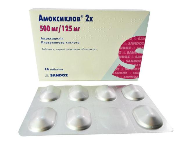 Согласно инструкции, Амоксиклав назначают при лечении инфекционно-воспалительных заболеваний, вызванных чувствительными к лекарству микроорганизмами