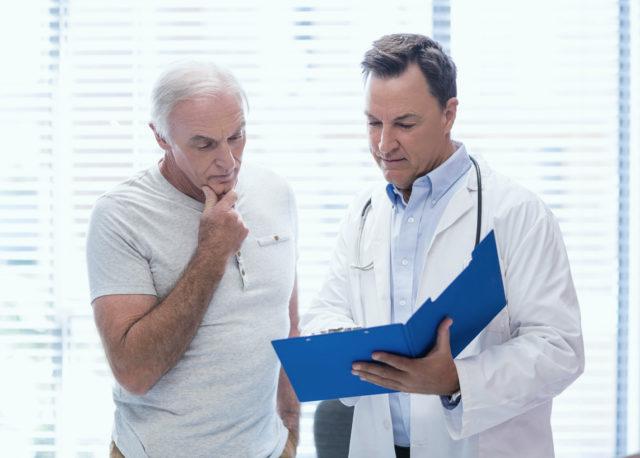 Сбор анамнеза – от лечащего врача зависит определение наличия факторов, способных вызвать осложнения и сделать выполнение диагностического исследования невозможным