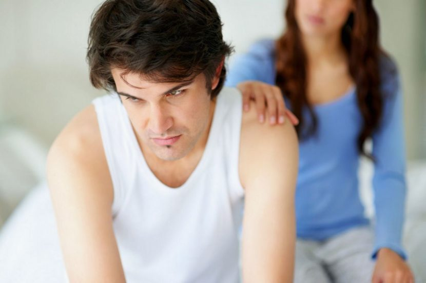 Жена массирует простату мужу дома