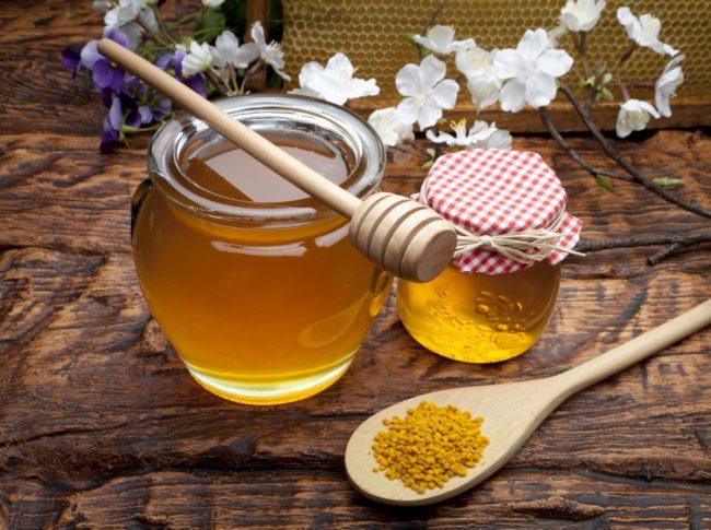 Хорошим эффектом обладают свечи с медом