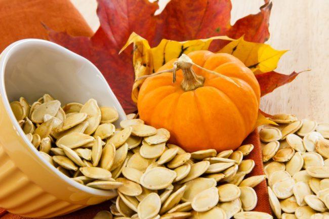 Тем, кто заметил у себя первые признаки простатита, рекомендуют ежедневно съедать около 30 таких семян