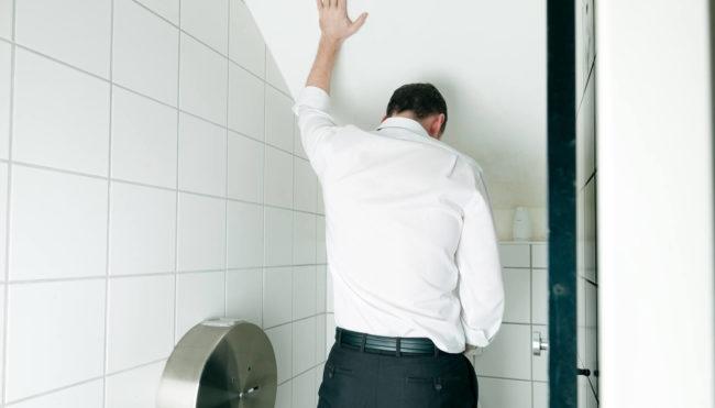 К местным симптомам относят расстройства мочеиспускания болезненность