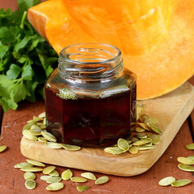Применение масла из семян благотворно отражается на функционировании предстательной железы, которая отвечает за возникновение простатита
