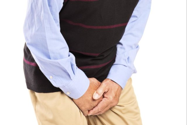 Постоянные позывы к мочеиспусканию – во время схождения мочи ощущаются сильные боли, тяжесть в области лобка